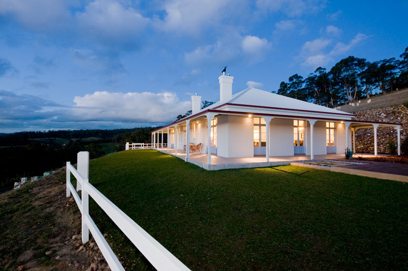 Villa talia holiday house australian traveller for Beach house designs tasmania
