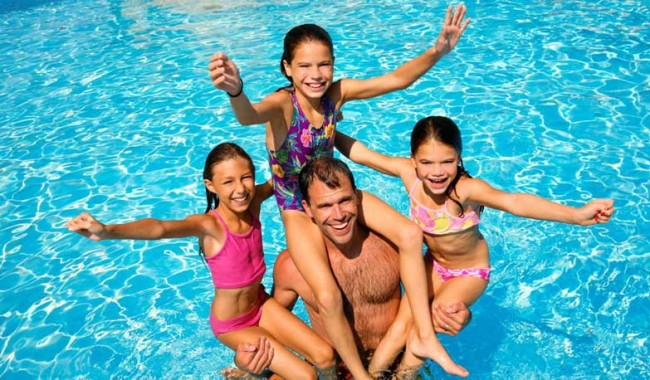 Father-and-Kids-in-the-pool