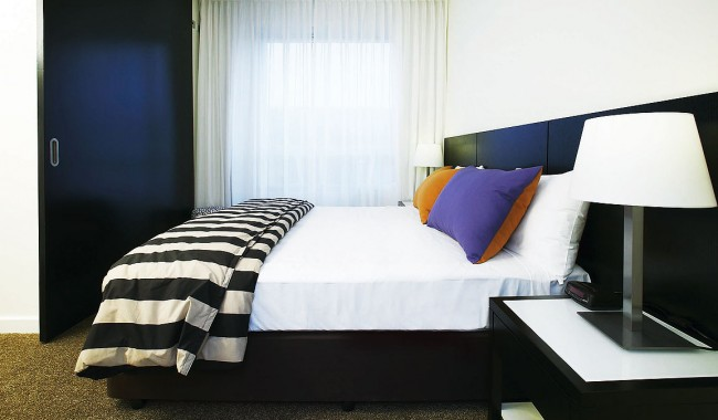 Hotel Review -- Medina Grand Perth. The Bedroom.