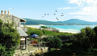 Aurora Beach Cottage in Tasmania boasts direct beach access and uninterrupted views (Daniel Steiner).